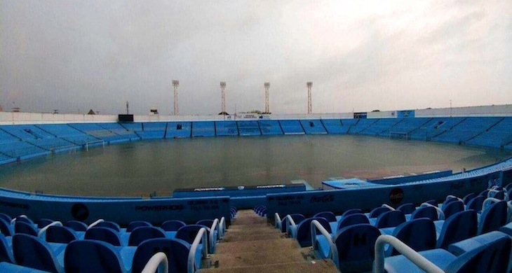 Estadio inundado