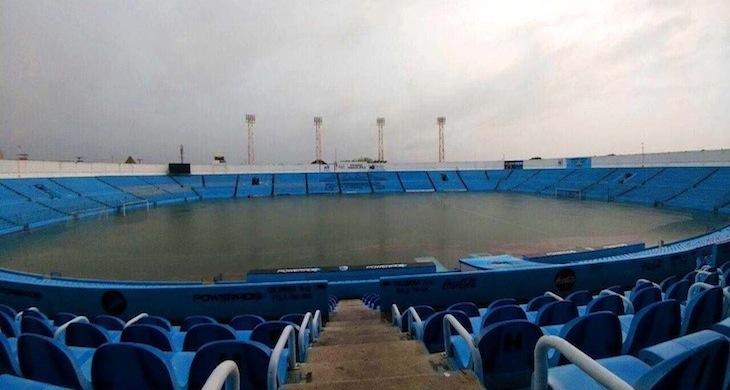 Estadio inundado
